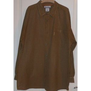 Mens Columbia long sleeved buttoned shirt EUC